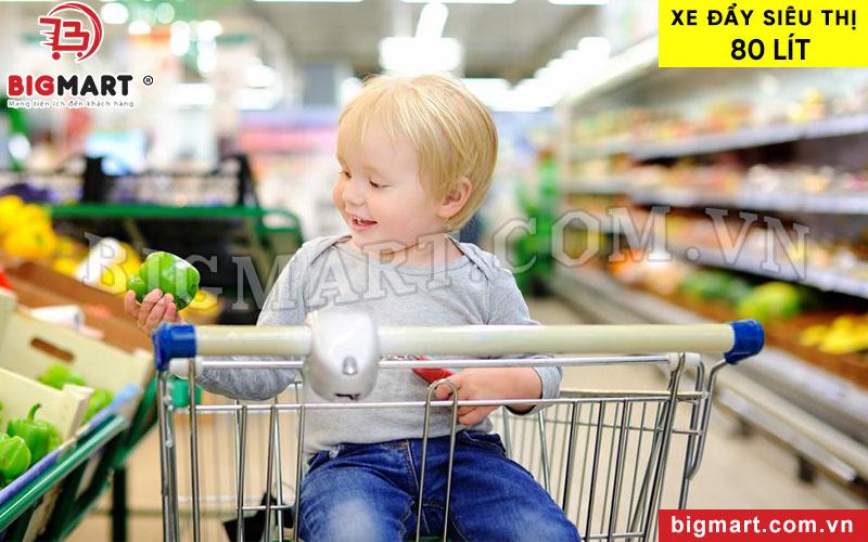 Xe đẩy có thiết kế thêm ghế ngồi tựa lưng cho trẻ em